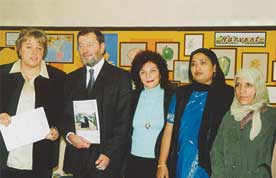 David Blunkett MP meets Headteacher Sue Graville, Adult Learning Co-ordinator Laila Wragg and members of the adult learning classes.